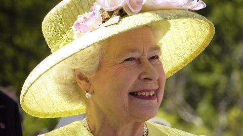 Queen Elizabeth II becomes longest reigning monarch