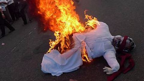 Modi effigy burnt as agitation goes on