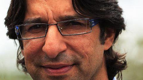 Wasim Akram gives bowling tips to Arjun Tendulkar