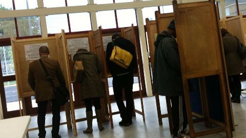 Spanish elections: New parties win big