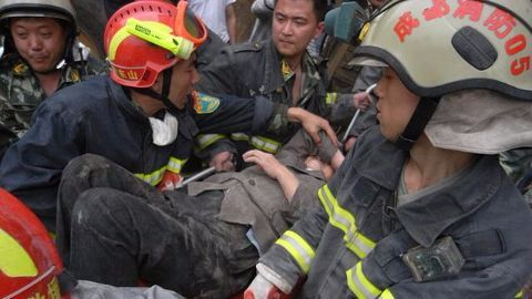 3,000 rescue workers look for signs of life
