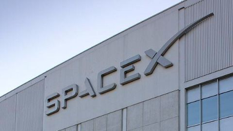 SpaceX almost succeeds in landing a rocket