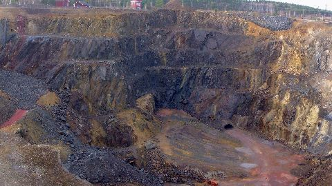 China: 25 trapped in gypsum mine collapse