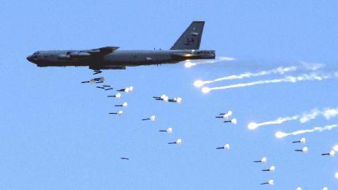 US B52s fly over Korean peninsula