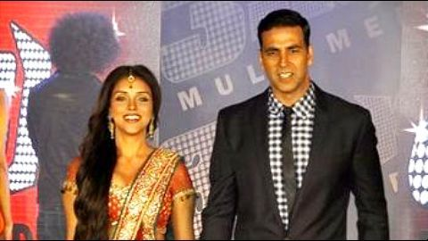 Akshay introduces Asin and Rahul