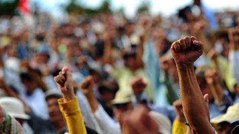 Kejriwal supports striking workers, doctors join strike