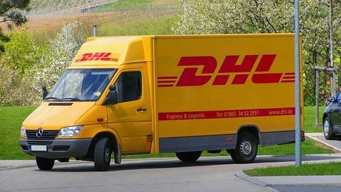 DHL trolls it the smart way