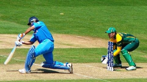 Dhoni offers to quit ODI captaincy
