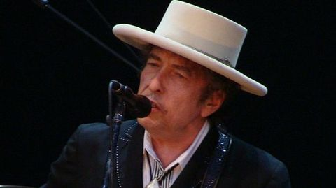 Bob Dylan croons for Victoria's Secret