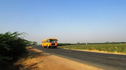 Delhi contemplates reduction in public transport fares