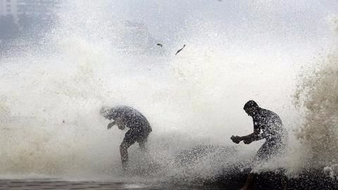 Ockhi's effects felt in Mumbai