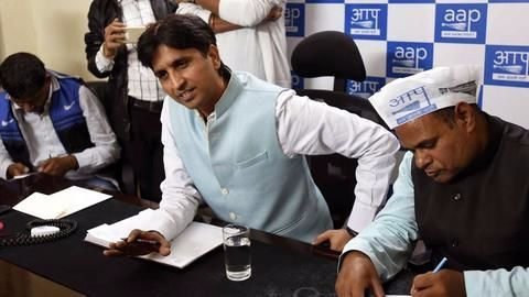Kumar Vishwas hints at return of Prashant, Yogendra to AAP