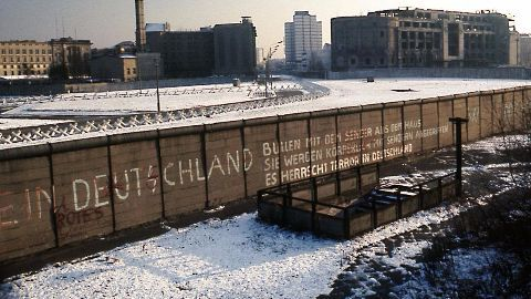 Official who accidentally opened the Berlin Wall dies