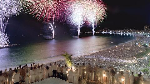 Brazil's new year begins with Fireworks in Rio