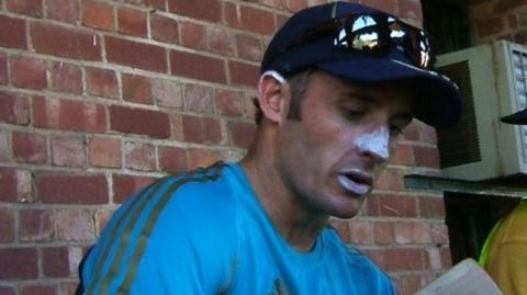 Dhoni wants Hussey as the new Indian coach