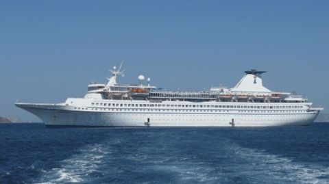 Cruise sinks in China with 450 on board