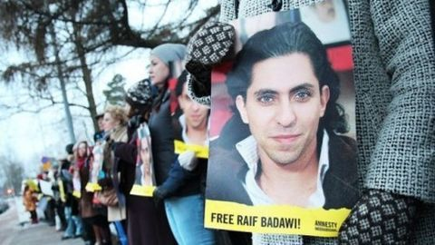 EU urges Saudi Arabia to stop Badawi's lashing
