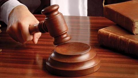 Delhi court to hear Irani's degree case