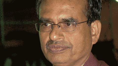 CM gives in; CBI to investigate Vyapam scam