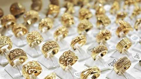 With falling prices, dealers stock gold