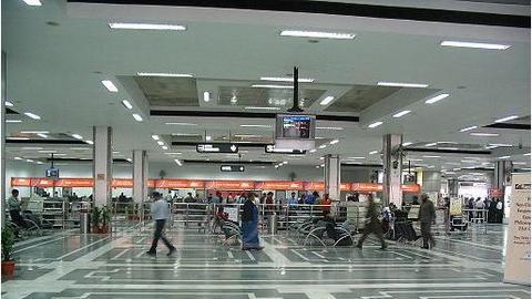 Delhi airport handles 82 flights in 1 hour
